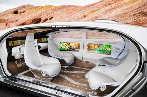 CES_2015_Mercedes_F_015_Luxury_in_Motion_1_.jpg