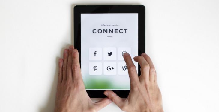 rețele sociale pe tabletă