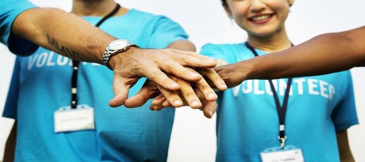 Munca de voluntariat a tinerilor